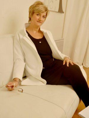 Dominique Nemery - Fondatrice d'Amatera et adepte de beauté positive pro-âge et du manifesto soins cosmétiques basé sur ses valeurs